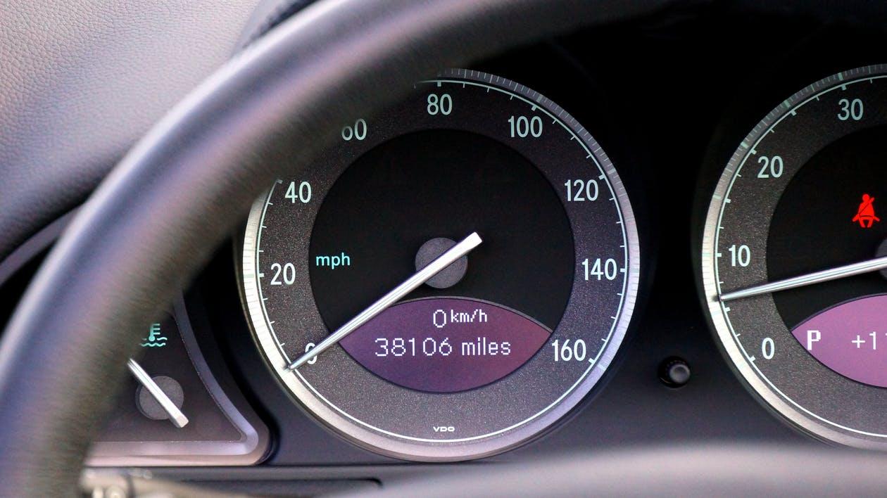 Vorsicht beim Gebrauchtwagenkauf – Kilometerstand oft manipuliert!